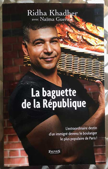 Photo of La baguette de la République de R. Khader et N. Guerziz chez Fauves Éditions