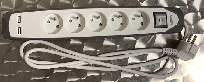 Photo of Multiprises 5 prises + 2 ports USB proposée par AUKEY