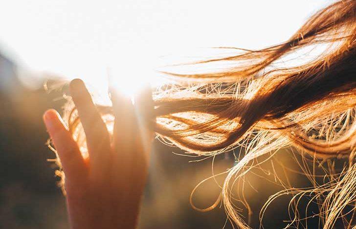 Photo de Conseils pour bien protéger ses cheveux du soleil